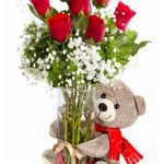 ayıcıklı vazoda güller