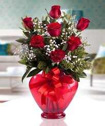 kocaeli kalp vazoda kırmızı güller