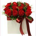 seramik vazoda kırmızı güller
